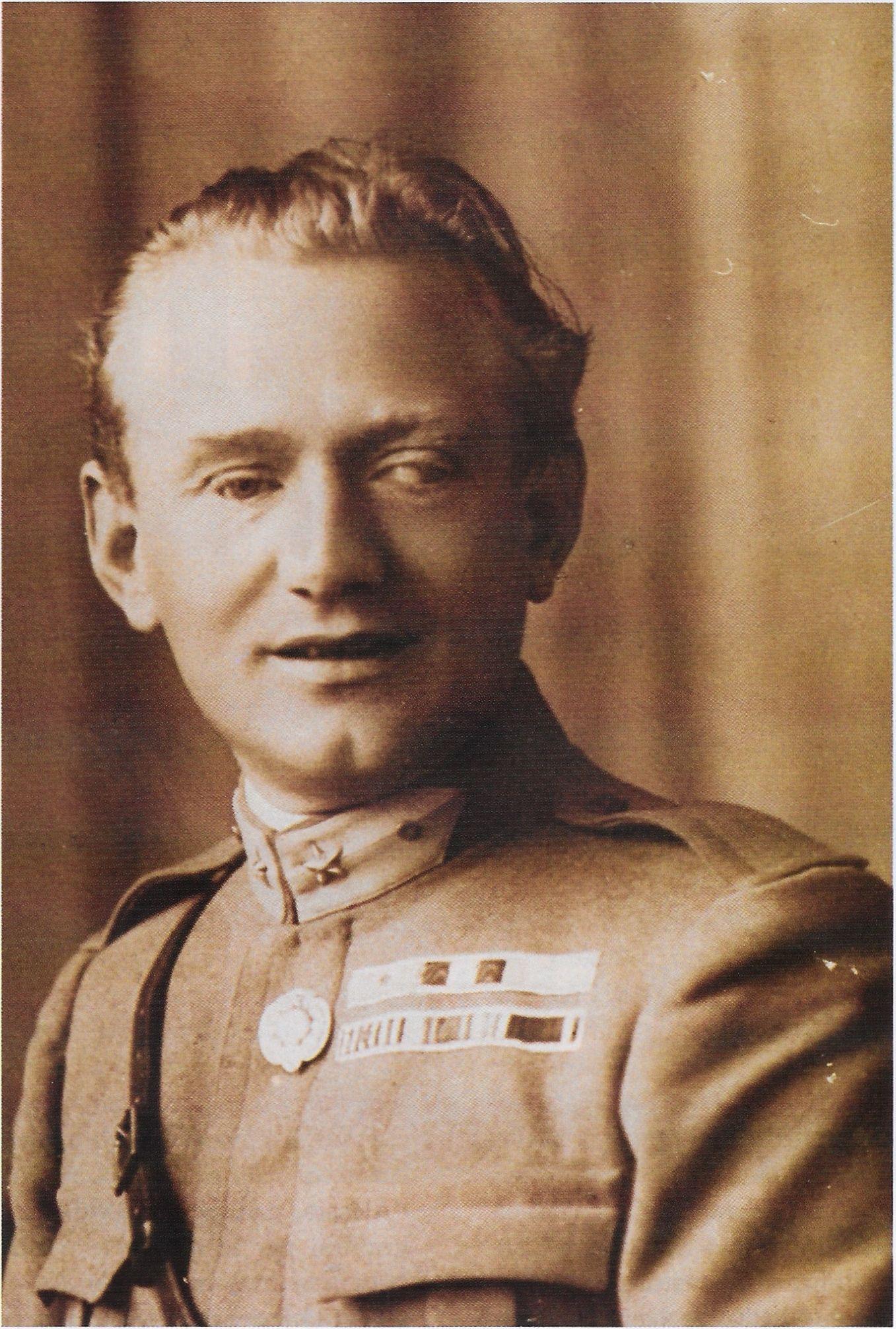 Aurelio Nicolodi in uniforme militare