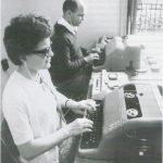 Dattilografi ciechi al lavoro