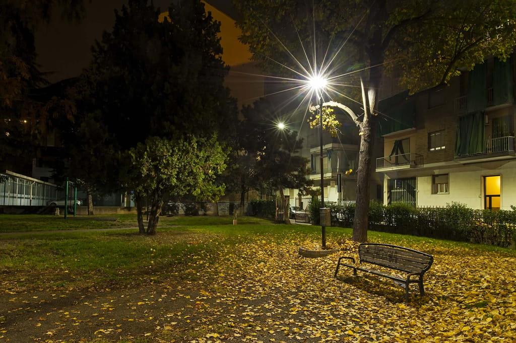 Scorcio serale del giardino di via Omedè ad Asti
